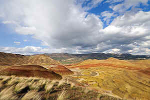 Oregon - die sogenannten Painted Hills des 'John Day Fossil Beds National Monument' bei Mitchell an Hwy  26